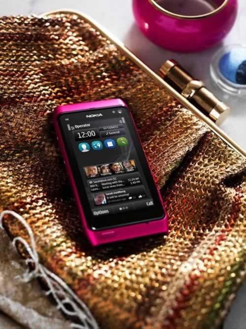 Nokia-N8-Pink-2